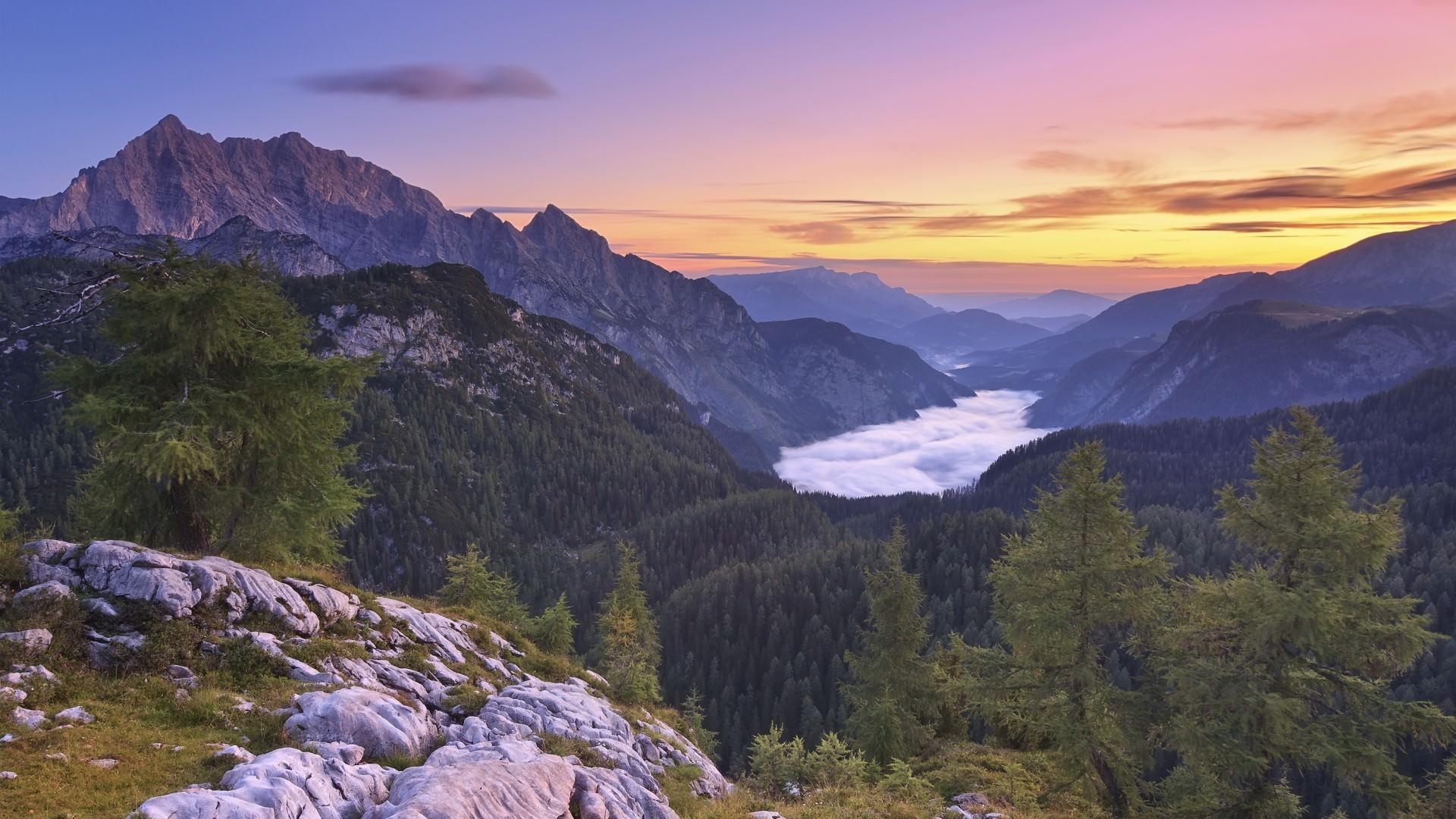 Morgendliche Aussicht vom Feldkogel hinüber zum Watzmann und dem darunter liegenden Königsee
